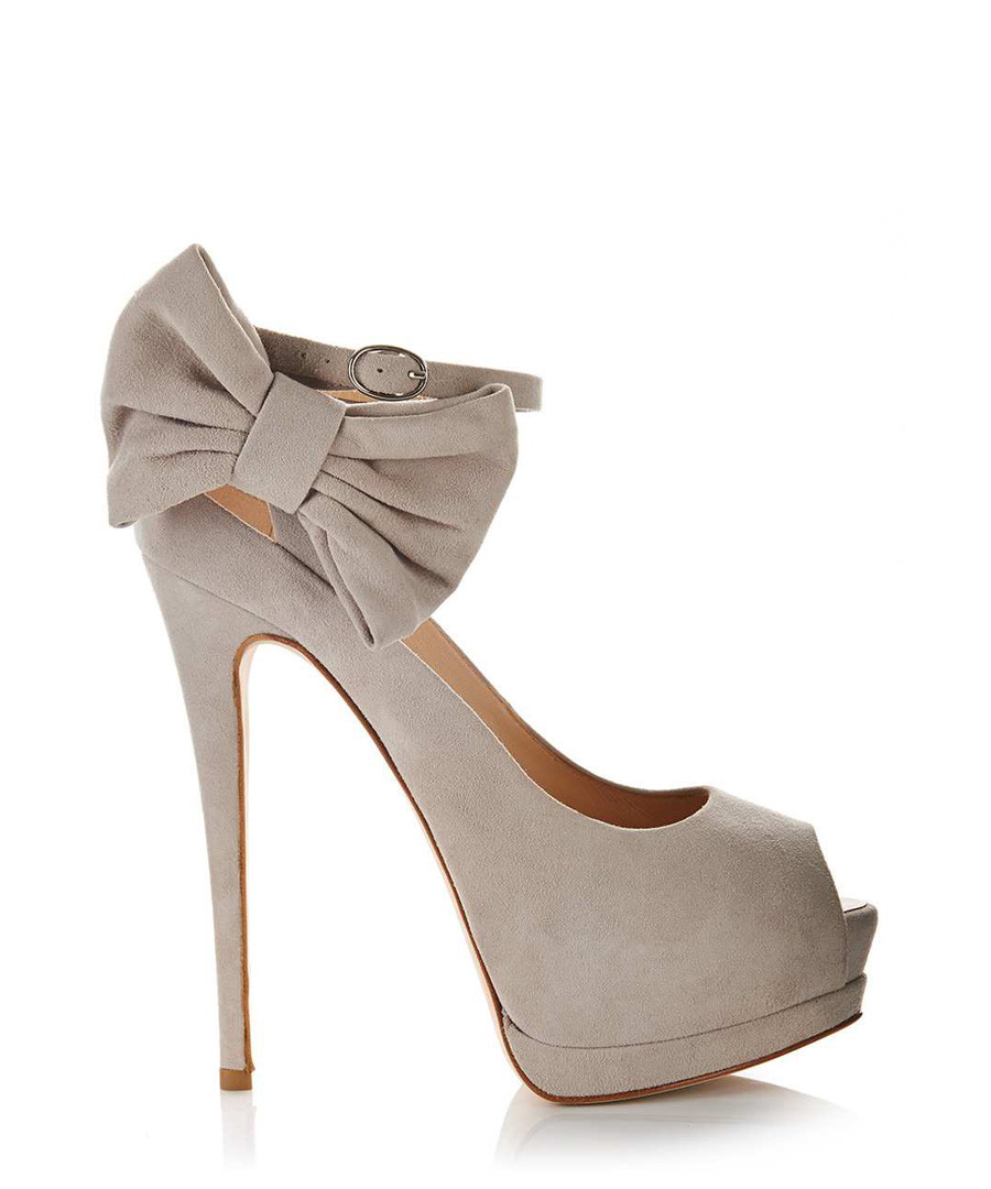giuseppe zanotti beige suede bow heels designer footwear sale giuseppe zanotti shoes secretsales. Black Bedroom Furniture Sets. Home Design Ideas