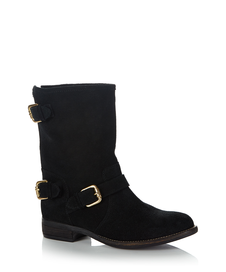Our collection of wide-width boots for women includes a large selection of stylish wide leg and wide calf boots in your favorite styles and silhouettes. You'll love the perfect fit of our genuine leather boots in classic colors like brown and black.