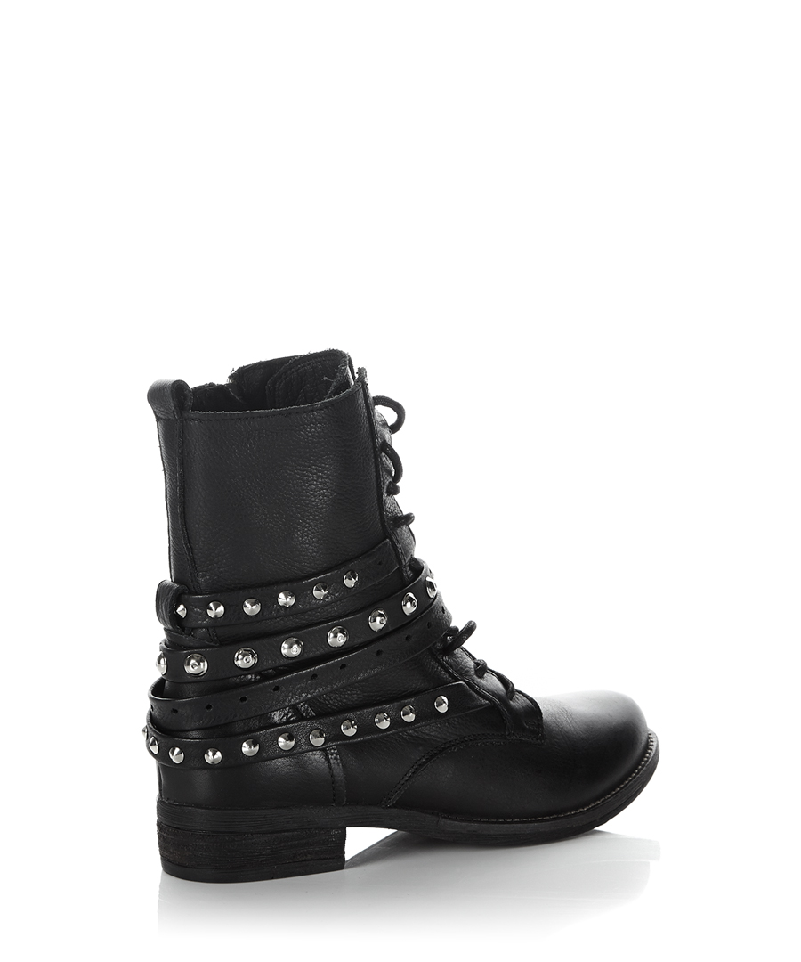 Discover the latest styles of women's lace up boots from your favorite brands at Famous Footwear! Find your fit today!