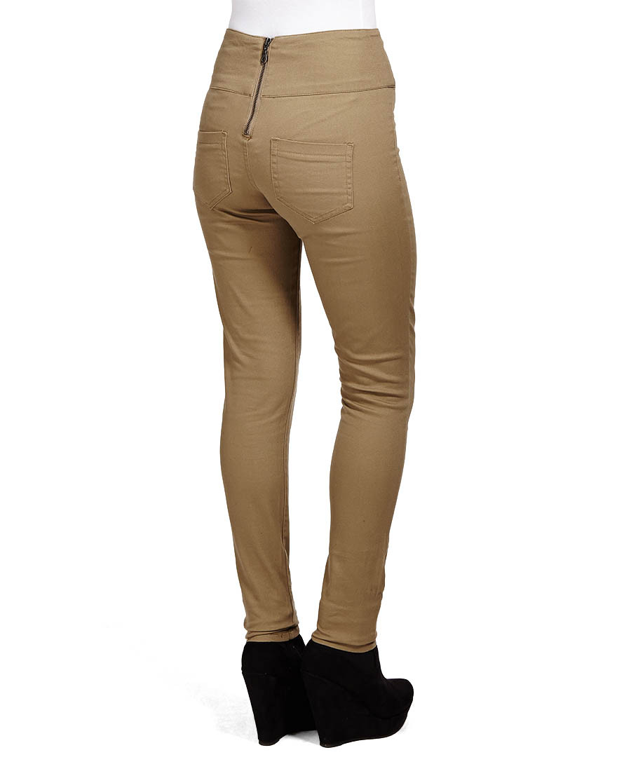 Sears has a chic selection of women's pants to match all your lovely tops. Find everything from leggings to jeans that complement your figure and outfit.